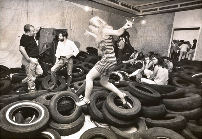 "Photo : Allan Kaprow (center, with beard) and participants in his ""Yard"" (1967), at the Pasadena Art Museum, Credit Julian Wasser/Getty Research Institute, Los Angeles"