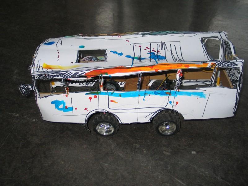 Création d'un bus électrique téléguidé