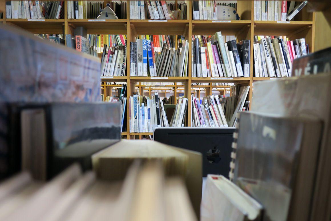 Photo : vue intérieure de la bibliothèque