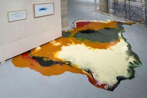 Photo : Peinture en forme de flaque de peinture. « Afinidades electivas ». La Panera. Lleida 2008