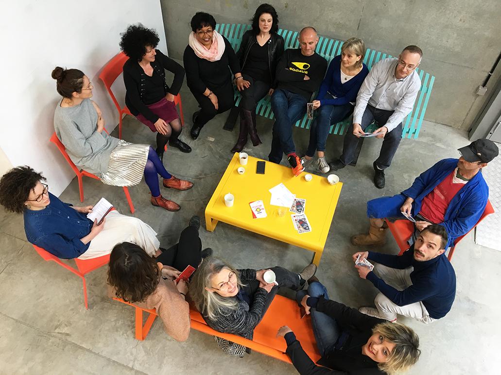 Photo : personnel et étudiants de l'ENSA présentent le mobilier FERMOB
