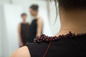 photo : Monika Brugger, exposition Juste du bijou