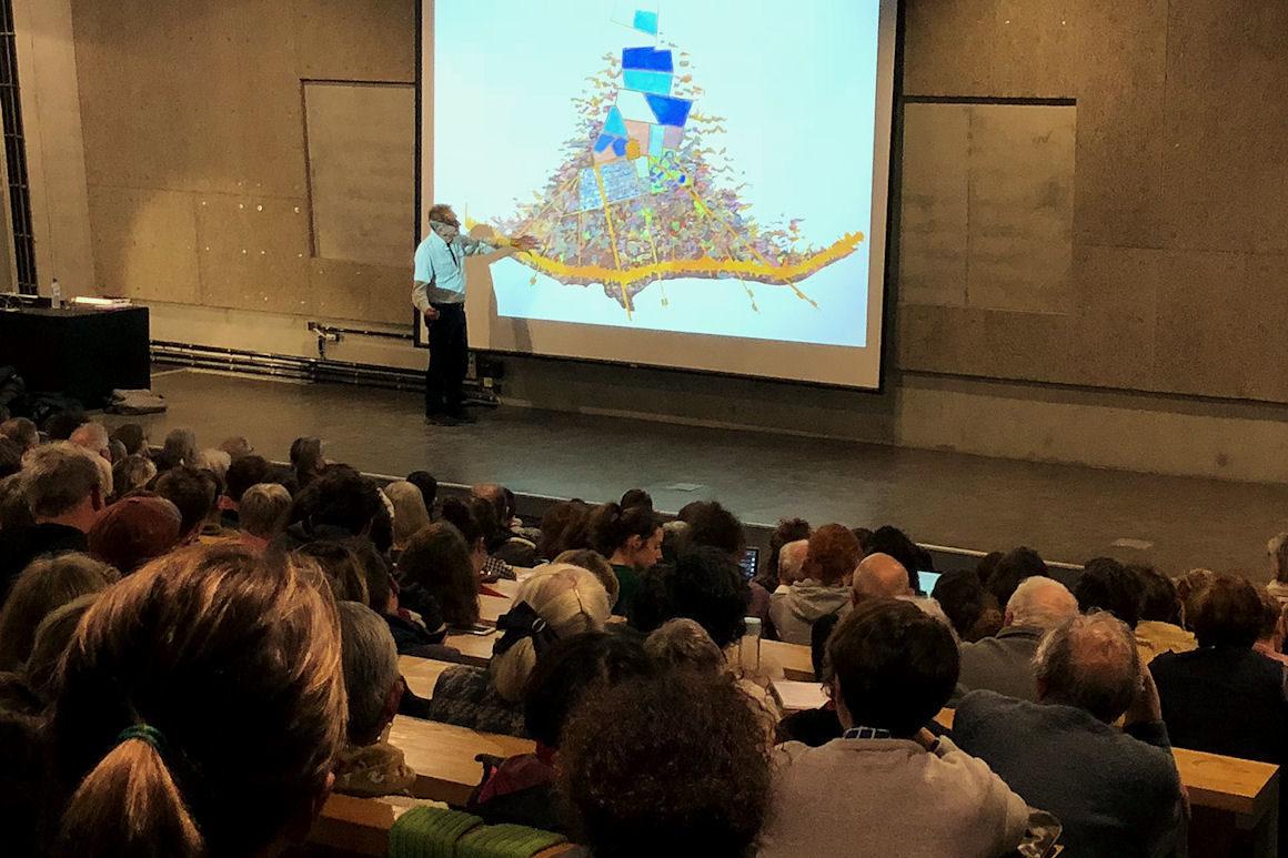 Photo : conférence Gilles Clément. Crédit photo : Josiane Pradoux