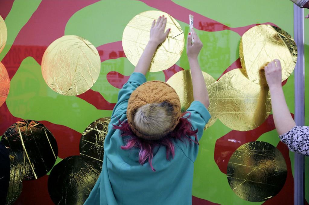 Photo : Baptême auréolé du Véhicule art nOmad après le cours de l'art de derviche tourneur égyptien et avant de prendre la route pour Venise, ENSA Limoges, 2015