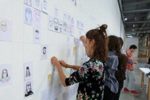 Photo : workshop dessin avec les étudiants en 1ère année