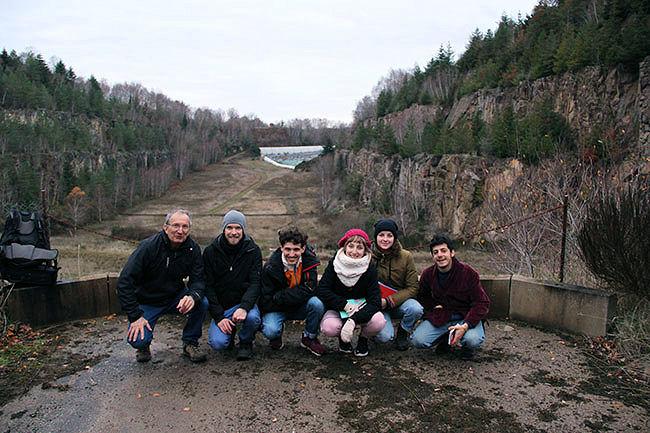 de gauche à droite : Guy Lauret, Vincent Carlier et 4 étudiants