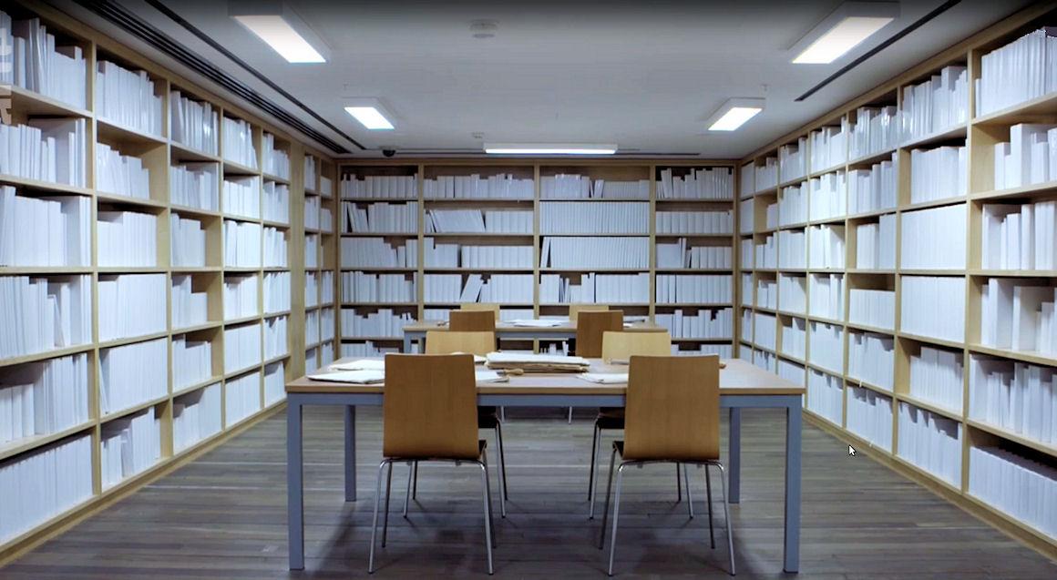 Photo : la Bibliothèque blanche de l'artiste Wilfredo Prieto presentée au MONA à Hobart en Australie.