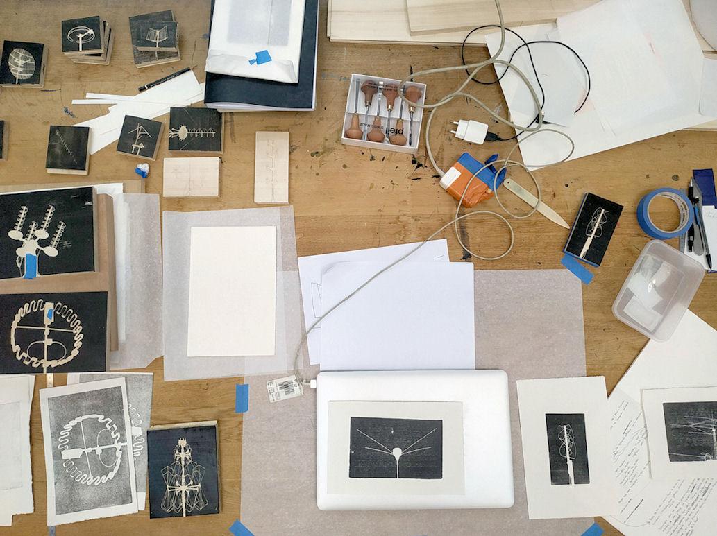 Photo : table de travail de Clément Polteau, designer