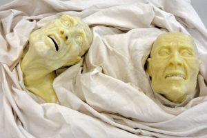 Photo : Améliane Jouve, visages cadavériques en savon
