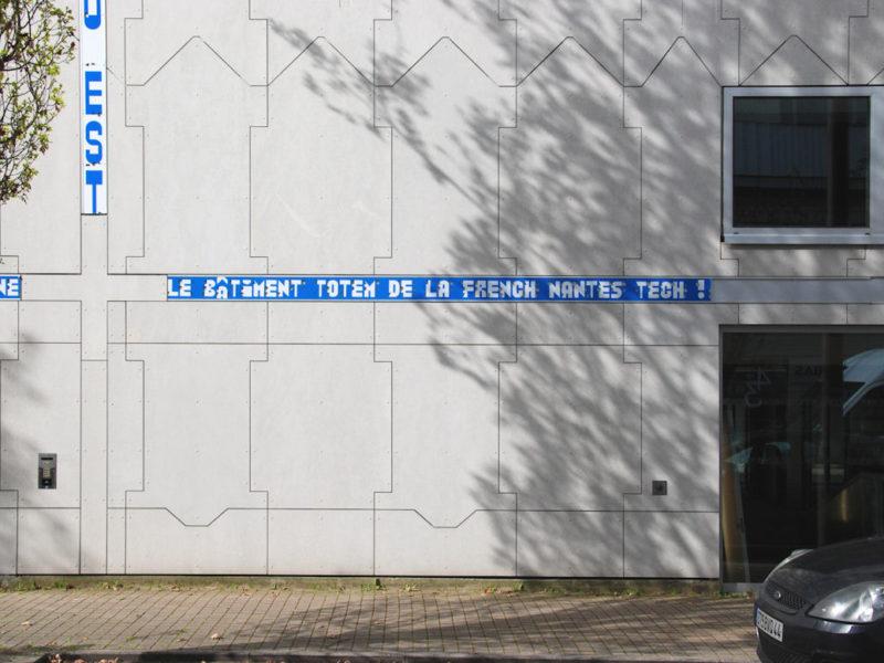 Photo : Halle 6 Est, Nantes tech, projet graphique réalisé par Nicolas Gautron