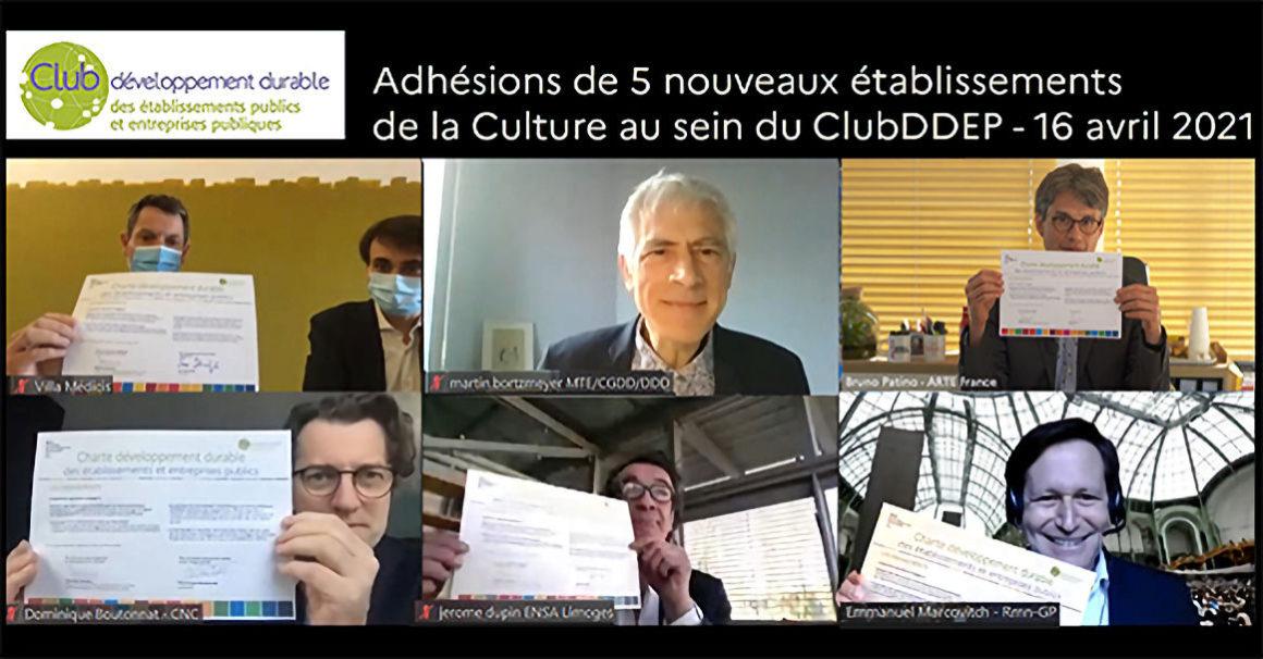 """Photo : signatures de la charte """"développement durable"""""""