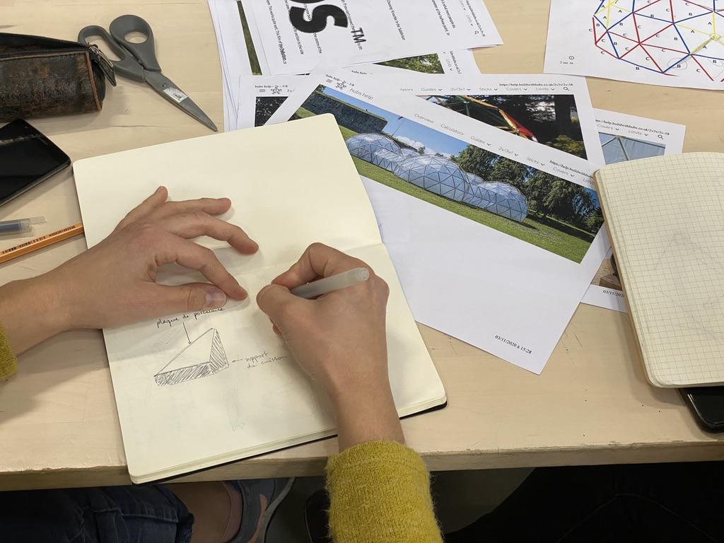 Photo : étude pour la construction d'un dôme géodésique